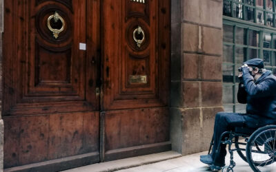 Street photography:  Fotografía urbana desde una silla de ruedas.